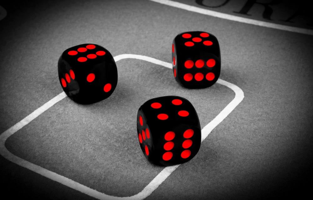 อุปกรณ์ในคาสิโน โต๊ะเกมส์ที่ให้ผู้เล่นสนุกสนาน