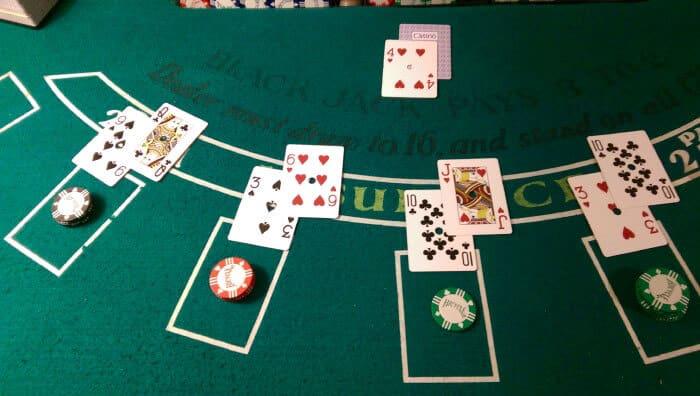 เกม Blackjack ที่ใช้ดวงคู่กับสมอง