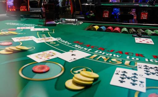 เทคนิคการเล่น Blackjack เล่นอย่างไรให้มีโอกาสชนะ